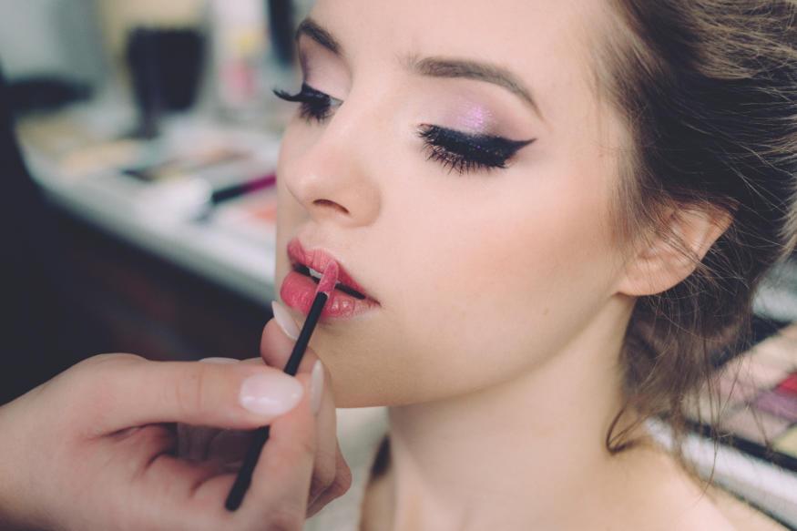 Kosmetyczka lub makijażystka